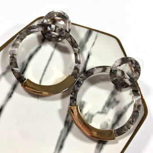 Cara Acrylic Grey Tortois Double Hoop Gold Earring